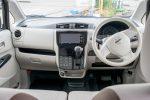 日産デイズ 運転席